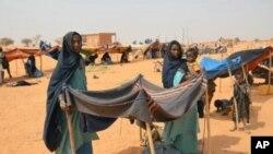 Người tị nạn Mali tại một trại tị nạn ở Chinegodar, Niger, gần biên giới với Mali.