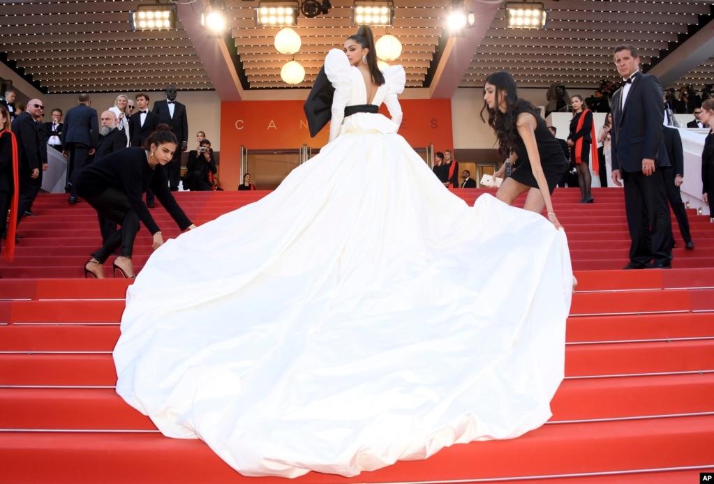 프랑스 칸에서 열린 제72회 칸 국제영화제 '로켓맨' 레드카펫에 모델 디피카 파두콘이 참석했다.