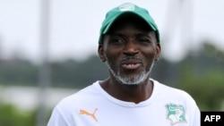 Kamara Ibrahim, alors entraîneur par intérim de l'équipe nationale ivoirienne de football, participe à une séance d'entraînement le 10 juin 2015 à Abidjan, le 14 juin 2015.
