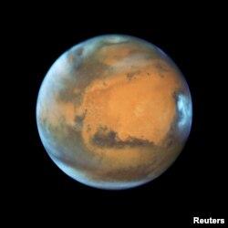 ດາວພະອັງຄານ ສະແດງໃຫ້ເຫັນ ເມື່ອວັນທີ 12 ພຶດສະພາ 2016 ໃນພາບຖ່າຍ ຈາກກ້ອງສ່ອງ ອະວະກາດ ຮັບໂບລ ຂອງ ນາຊາ (NASA Hubble Space Telescope) ໃນເວລາມັນຢູ່ຫ່າງຈາກໂລກ 50 ລ້ານໄມ..
