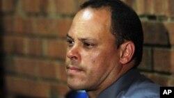 20일 남아프리카공화국 프레토리아에서 열린 오스카 피스토리우스의 보석심리에서, 증인으로 출석한 힐튼 보타 형사.