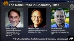 Ilmuwan Martin Karplus, Michael Levitt dan Arieh Warshe meraih hadiah Nobel Kimia 2013 (9/10).