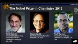 Laminilla con las fotos de los tres galardonados con el premio Nobel de Química.