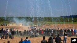 تجمع روز جمعه در مرز غزه با اسرائیل و شلیک گاز اشک آور از آسمان