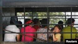 지난 2007년 중국, 버마, 라오스를 거쳐 태국으로 들어온 한 무리의 여성 탈북자들이 한국 입국 허가를 기다리고 있다. (자료사진)