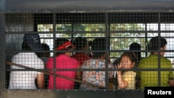 지난 2007년 태국에서 한국 입국을 기다리는 탈북자들. 이들은 중국에서 라오스를 거쳐 태국에 왔다. (자료사진)
