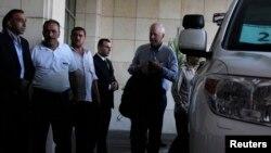Ông Ake Sellstrom (phải), người đứng đầu nhóm thanh tra vũ khí hóa học của Liên Hiệp Quốc, đến Damascus, 18/8/2013