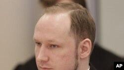 Bị can Anders Behring Breivik ra tòa án ở Oslo, Na Uy hôm thứ Ban 17/4/12