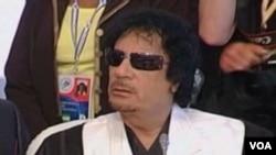 El lider libio, Moammar Gadhafi acusa a los opositores de responder a Osama bin Laden.