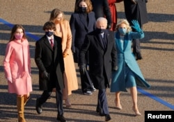 U.S. President Joe Biden, his wife Jill and members of their family walk to the White House during the Inauguration Day parade, in Washington, U.S., January 20, 2021. (REUTERS/Andrew Kelly)
