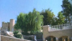 باغی میان دو خیابان: گفتگوی رضا دانشور با کامران دیبا