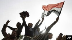 Prosvjednici u Egiptu prkose redarstvenom satu
