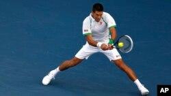 Novak Djokovic dari Serbia dalam pertandingan semifinal di Kejuaraan Dubai melawan Juan Martin del Potro dari Argentina. (AP/Regi Varghese)