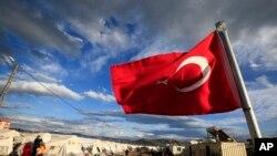 Cet accord controversé prévoit que tous les nouveaux migrants arrivant sur les îles grecques soient renvoyés vers la Turquie, y compris les demandeurs d'asile.