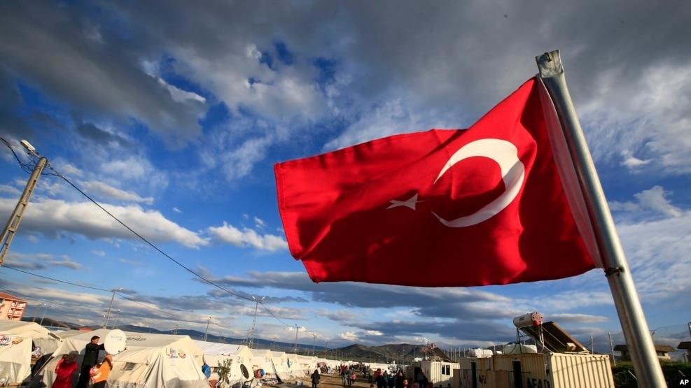 Turqia fillon ndërtimin e një muri kufitar