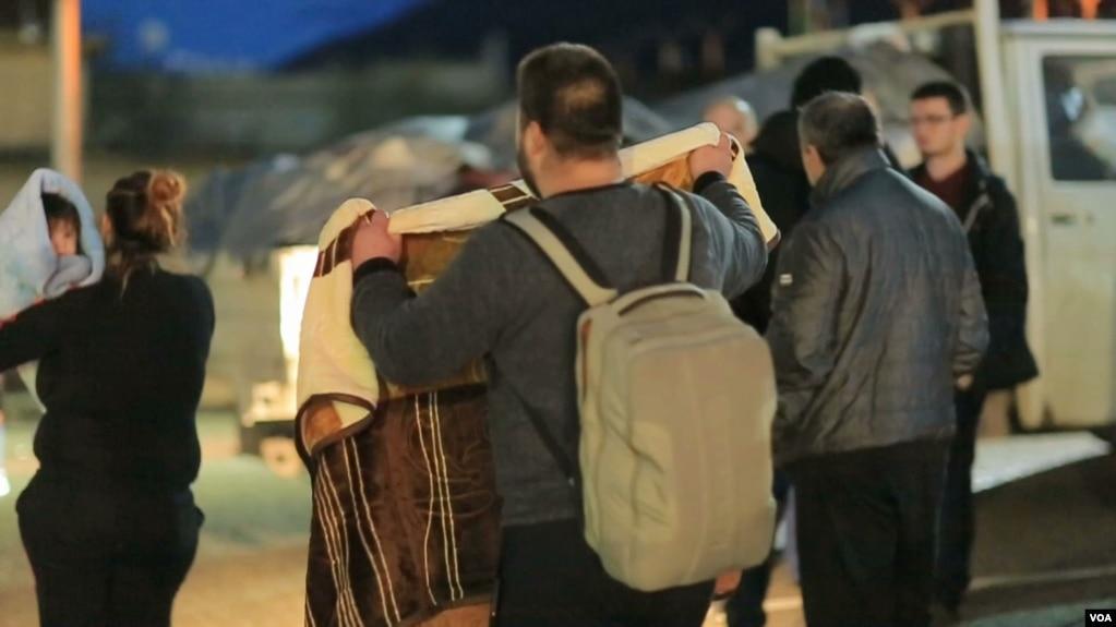 Qindra të prekur nga tërmeti strehohen në Kosovë
