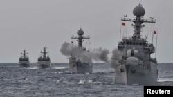 韩国海军模拟抗击朝鲜进攻演习