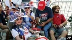 گروهی از حامیان پرزیدنت ترامپ