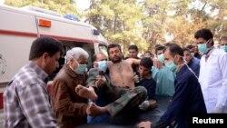 Một binh sĩ quân đội Syria bị thương trong vụ tấn công gần Aleppo được đưa đến bệnh viện, 19/3/2013