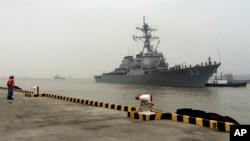 미 해군의 유도미사일 장착 구축함 스테뎀 호가 지난해 11월 중국 상하이 항에 정박해있다. (자료사진)