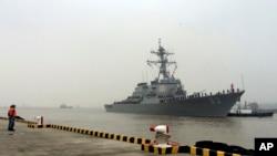 ورود ناوشکن یو اس اس استتم متعلق به نیروی دریایی ایالات متحده به بندر شانگهای چین - ۱۶ نوامبر ۲۰۱۵
