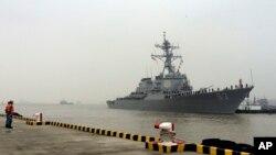 Tàu khu trục USS Stethem cập cảng Thượng Hải ở Trung Quốc, ngày 16/11/2015.