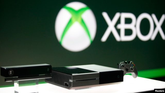 FILE - Xbox One (C) with the Kinect motions sensor (L) and the controller is pictured during a press event unveiling Microsoft's new Xbox in Redmond, May 21, 2013.