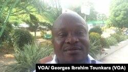 Marc Yevou, Secrétaire général de la Coordination des journalistes pour la défense de leurs droits à Fraternité matin, Abidjan, Côte d'Ivoire, 6 décembre 2017. (VOA/ Georges Ibrahim Tounkara)