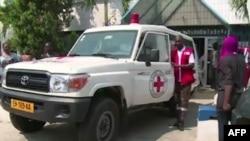 Une ambulance devant une polyclinique à Libreville pour des blessures par balle, le 31 août 2016.