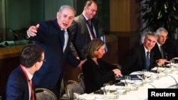 Thủ tướng Israel Benjamin Netanyahu họp với bộ trưởng ngoại giao các nước EU tại Brussells, Bỉ ngày 11/12/2017.