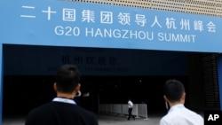 Nhân viên an ninh tuần tra ngoài cổng của một trung tâm hội nghị, nơi G20 sẽ được tổ chức, Hàng Châu, Trung Quốc, ngày 01 tháng 09 năm 2016.