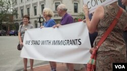 FILE - Pro-immigration activists blame immigrant labor shortages on Trump administration rhetoric that has fueled fears among the immigrant community. (M. Kornely/VOA)