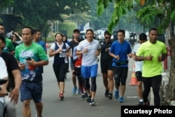 Vicka Kuen Berlari bersama dengan Sandiaga Uno (Foto: Vicka Kuen)