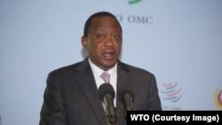 Rais Uhuru Kenyatta wa Kenya akihutubia mkutano wa biashara kati ya China na Afrika