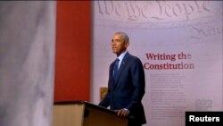 Ish-Presidenti Barack Obama duke mbajtur fjalën e tij të regjistruar për konventën demokrate