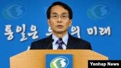 임병철 한국 통일부 대변인이 24일 서울 정부서울청사에서 정례브리핑을 하고 있다.