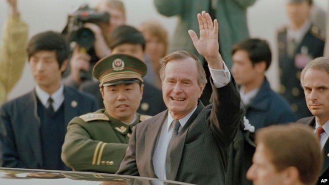 Bush visiting Beijing 19890225