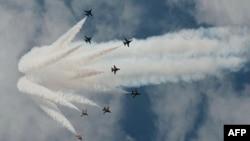 因美國反對 南韓取消珠海航展表演。(圖為南韓空軍黑鷹飛機2014年2月9日在新加坡航空飛行表演資料照。)