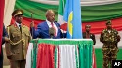 Tổng thống Burundi Pierre Nkurunziza tuyên thệ nhậm chức nhiệm kỳ thứ ba ở Bujumbura, Burundi, 20/8/2015.