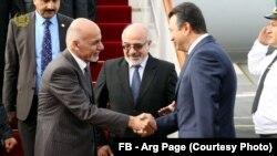 از رئیس جمهور غنی در میدان هوایی دوشنبه، صدراعظم و سایر مقامات تاجکستان پذیرایی نمود