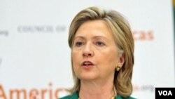 """Hillary Clinton menyampaikan pidatonya dalam """"Washington Conference on the Americas"""" di Washington."""