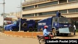Police à Kampala, le 24 février 2016.