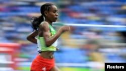 Almaz Ayana akielekea kushinda medali ya dhahabu katika mita 10000 Rio de Janeiro