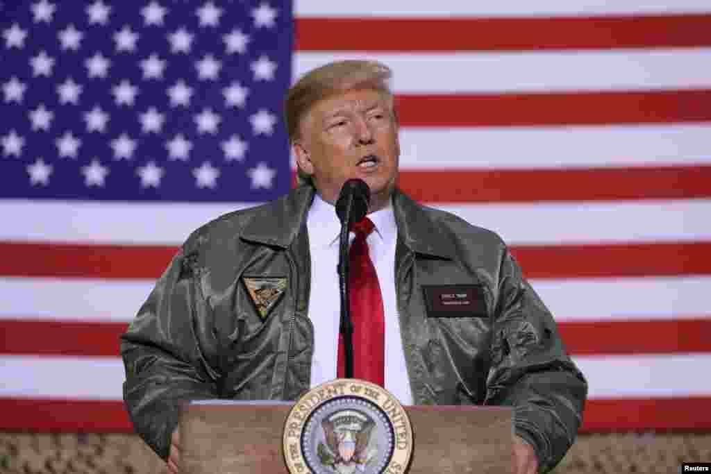 پرزیدنت ترامپ در جمع سربازان آمریکا در عراق از تصمیم خود برای خروج نیرو از سوریه و افغانستان دفاع کرد.