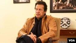 د پاکستان د تحریک انصاف گوند مشر عمران خان په پارلمان کې یو لوي سیاسي قوت دی