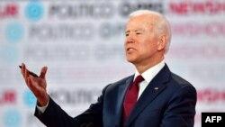 L'ancien vice-président américain, Joe Biden lors du sixième débat des primaires democrats, à l'Université Loyola Marymount à Los Angeles, Californie le 19 décembre 2019 (photo de Frederic J. Brun / AFP)