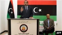 Đại sứ của Hội Đồng Chuyển Tiếp Quốc Gia Libya Aref Ali Nayed nói chuyện với phóng viên ở Dubai, 21/8/2011
