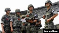 이영주 한국 해병대사령관이 20일 UFG 연습기간 중 서북단 백령도의 해병대 제6여단을 작전 지도하고 있다.