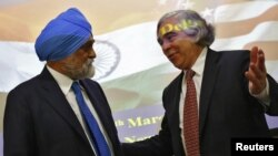 U.S. Energy Secretary Ernest Moniz (R) gestures to Deputy Chairman of India's Planning Commission Montek Singh Ahluwalia after their joint news conference in New Delhi, March 11, 2014.