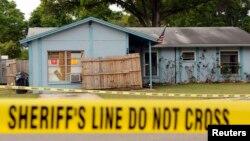 La policía declaró la casa de Bush, inhabitable, además de otras dos casas afectadas por la cárcava.